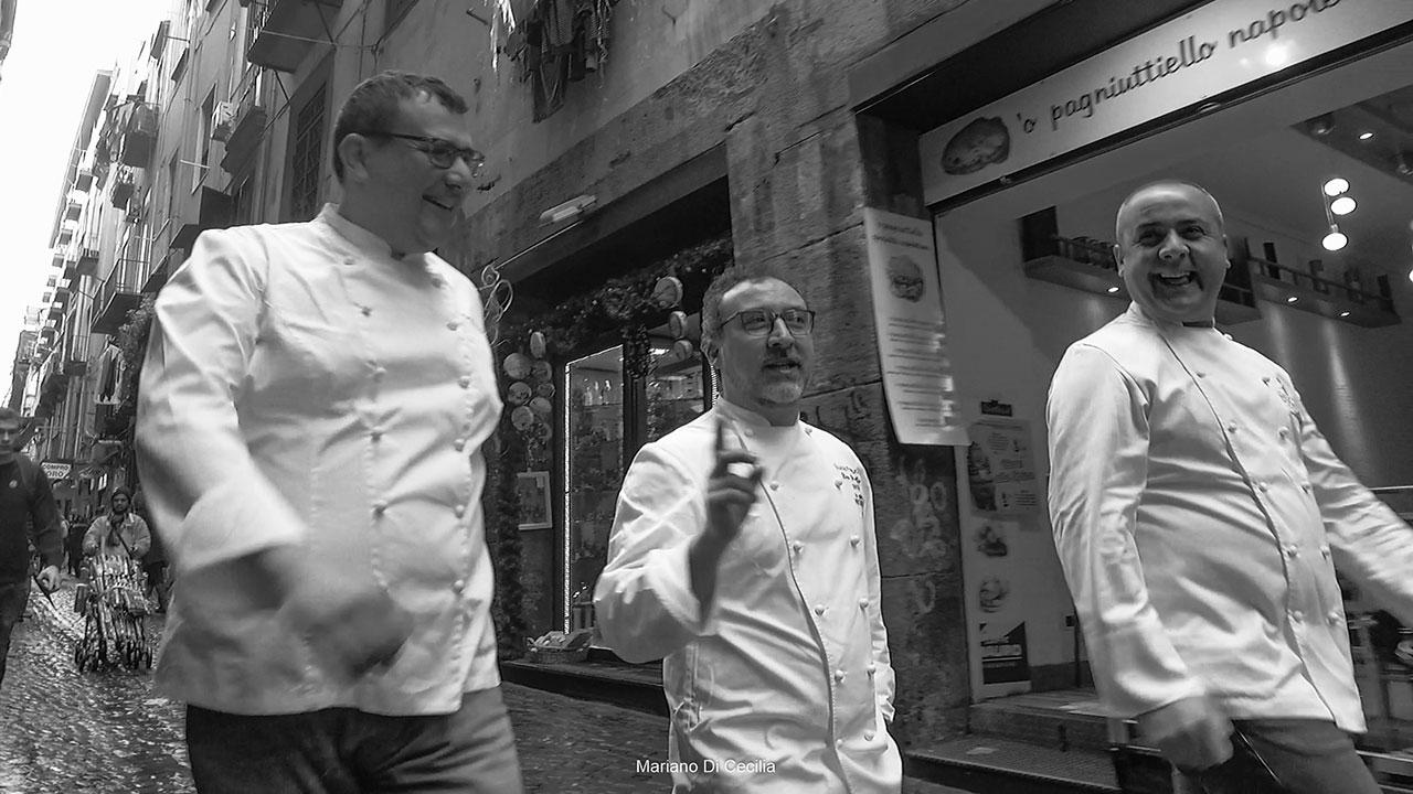 In giro per i vicoli di Napoli, dove si sente il vero profumo della gastronomia Napoletana